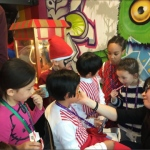 Rainy Face painter: birthday parties hong kong childrens shows magic juggling functions birthdays party hong kong 生日會派對、小丑、扭汽球、­雜耍雜技, 舞蹈  遊戲, 小丑扭汽球、雜耍雜技